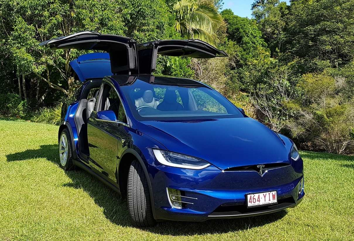 Tesla News: The pros and cons of Falcon Wing Doors